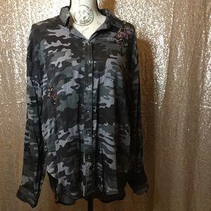 NWT Knox Rose Camo Women's Button-Up Shirt